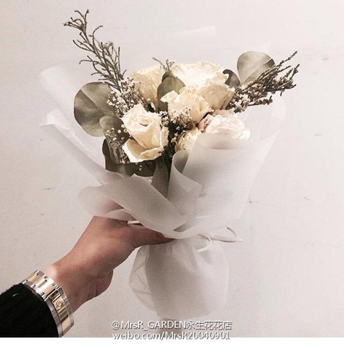 朋友结婚送花时该如何选择花材?