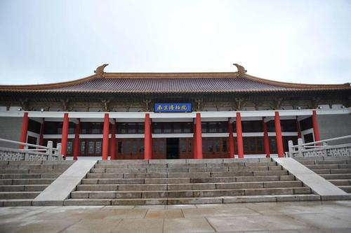 南京博物院可以买鲜花送进去吗?
