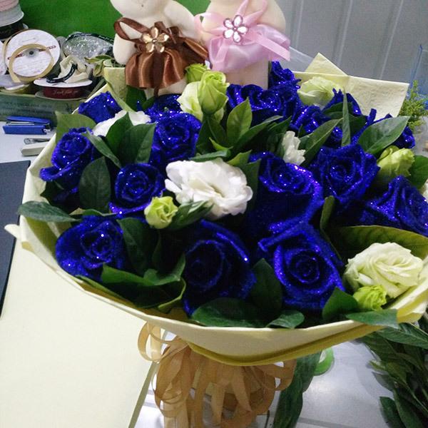 蓝玫瑰花束